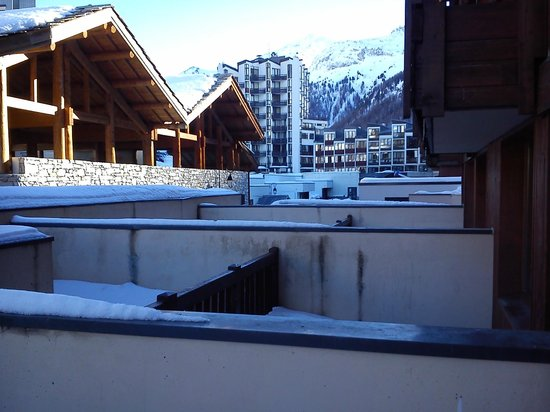 Alpina Lodge - Val d'Isere : Another view from the same balcony.