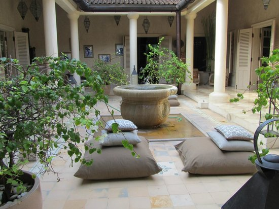 Balquisse Heritage Hotel : View to the patio in the luxuryhouse