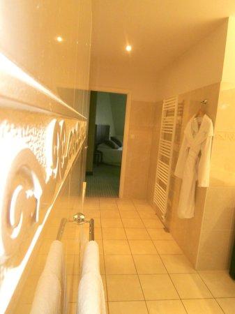 Le Richebourg: Salle de bains moderne