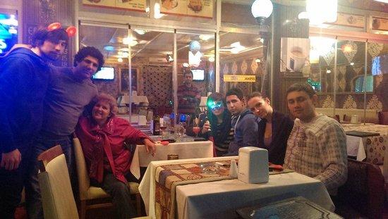 Emin Hotel: ресторан на улице