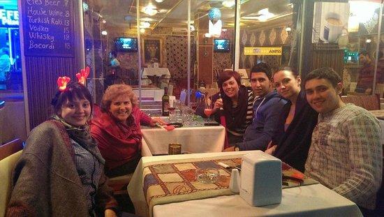 Emin Hotel : ресторан на улице