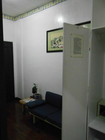 Makati Apartelle: We had own safety box in our room