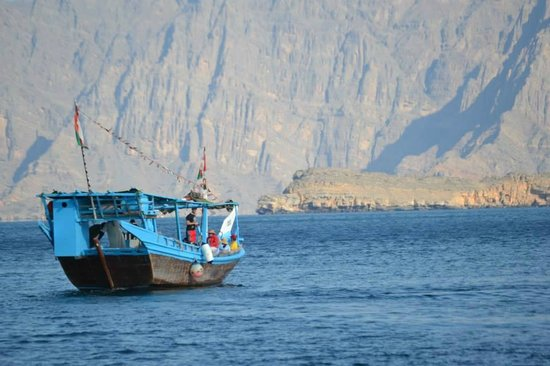 Khourshem Tours - Day Excursions : Dhows in the sea
