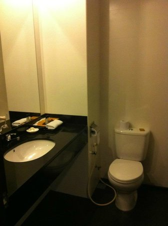 Grands I Hotel: Clean toilet