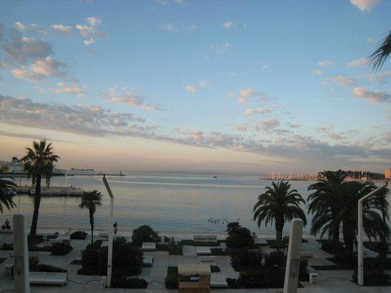 Riva Luxury Suites: 窓からの眺め(朝)