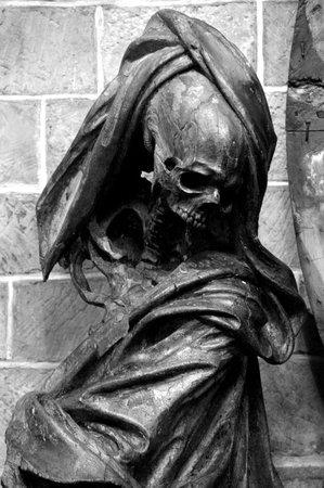 Collégiale Sainte-Waudru : La Mort