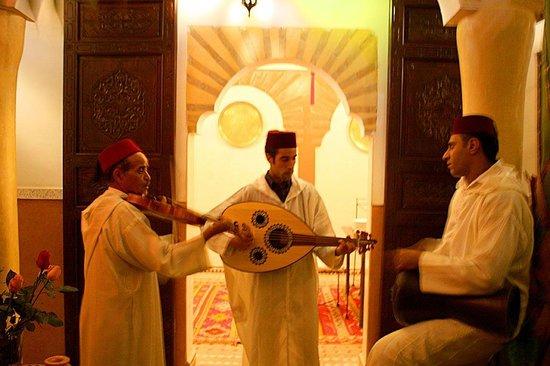 Riad Itrane : Musicians at New Year