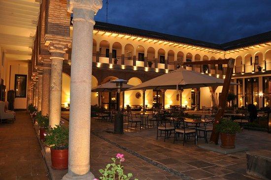 JW Marriott El Convento Cusco: Patio Central