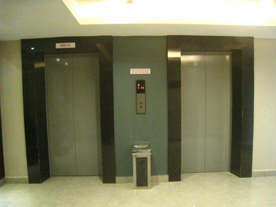 Dreamtel Kota Kinabalu: Elevator area