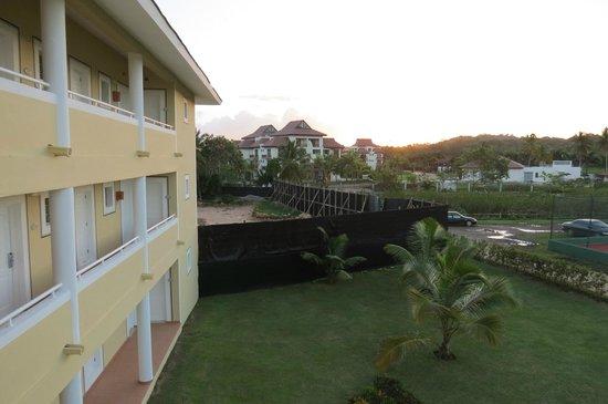 Grand Bahia Principe El Portillo: Construstion nouveau bloc 30 chambre , aucune nuissance sonore actuellement en decembre 2013