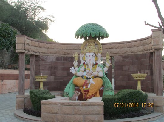 Marugarh Resort: Lord Ganesh at the entrance of the Hotel