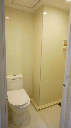 Nantra De Comfort: Toilet