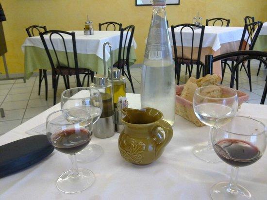 Hotel Aquila: tavolo