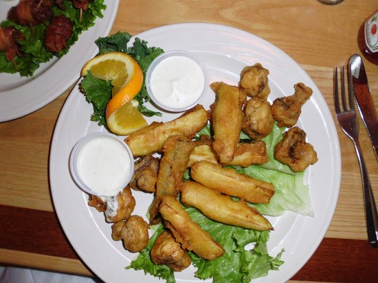 Judi's Restaurant & Lounge: Fried Mushrooms and Zucchini Appetizers
