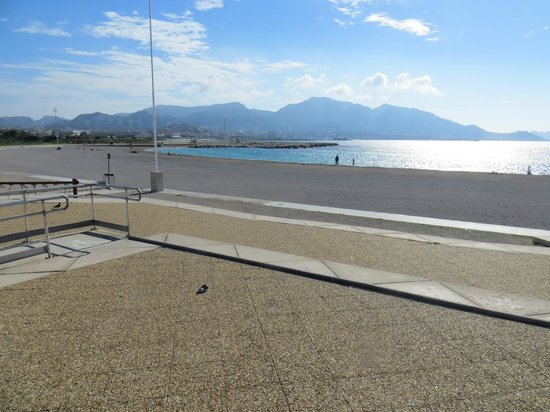 Adagio Marseille Prado Plage: Пляж около отеля