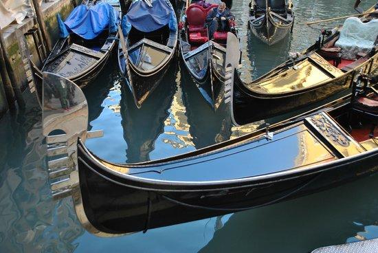 Hotel Al Duca di Venezia : Gondoles