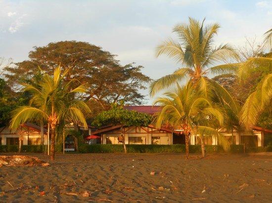 Agua Dulce Beach Resort: morning sunrise taken from on the beach