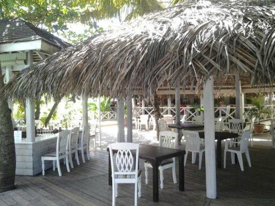 Coconut Beach Club: Bar