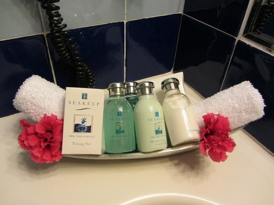 East Winds Inn: Bath Amenities