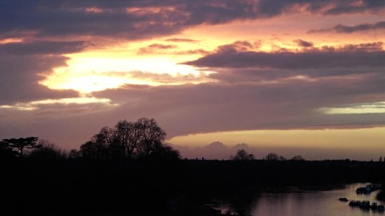 The Petersham Hotel: amazing sunset over the Thames from the terrace