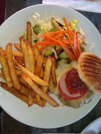 Cafe Clock: il burger di carne di cammello