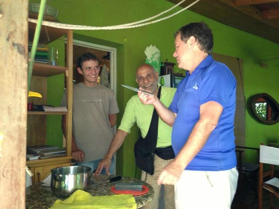 Secret Garden Iguazu B&B: Knife sharpening lesson