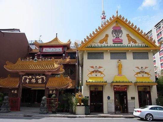 Temple of 1,000 Lights (Sakya Muni Buddha Gaya) : 外観です