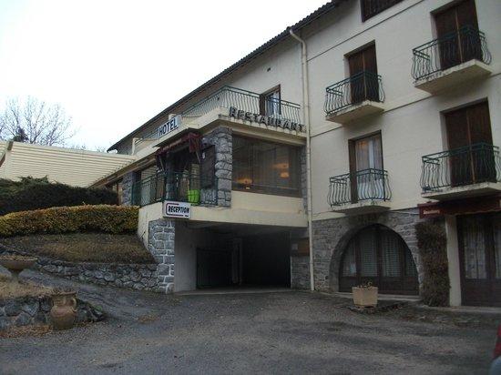 Le Castelet Hotel: hay que subir una cuesta para llegar a la recepción