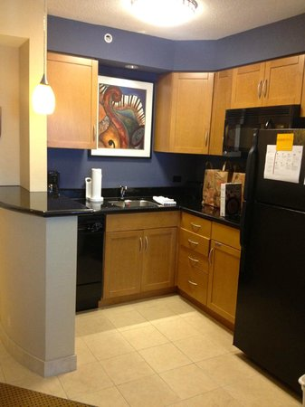 Residence Inn Toronto Downtown/Entertainment District: Kitchen area