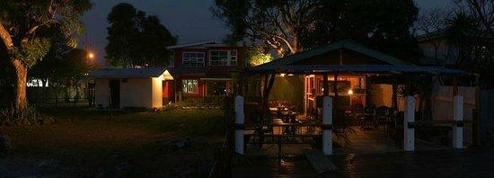 Punta Descartes Hotel: Le calme du jardin, le soir....