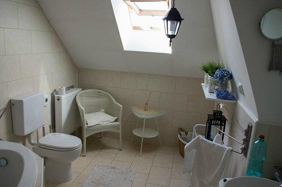 Light Hotel: Ванная комната.