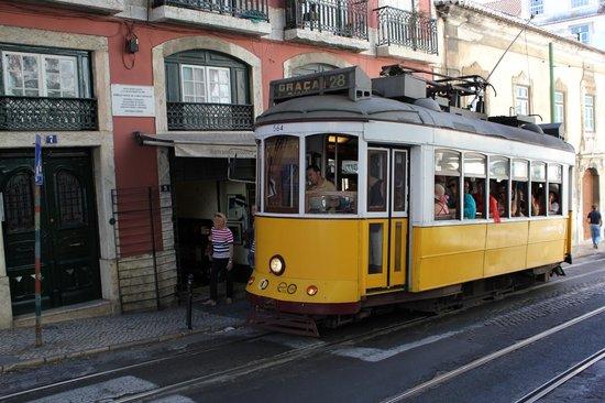 Alfama: Знаменитый Лиссабонский желтый трамвай