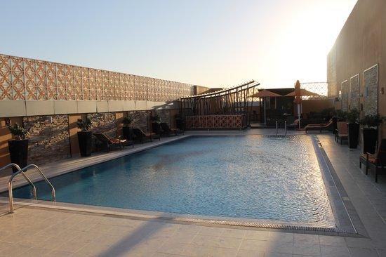 Abidos Hotel Apartment Dubailand : Piscina