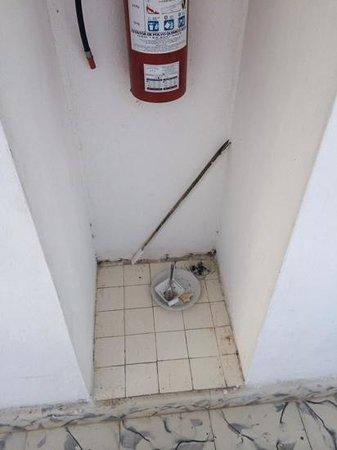 Hotel Laguna Bacalar: Esto estubo toda mi estadia en el pasillo de las habitaciones, pesima limpieza!