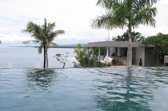 The Lombok Lodge : Infinity pool and pool restaurant