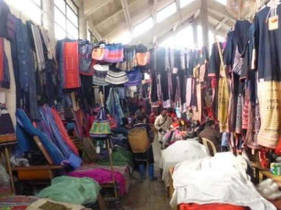Cat Cat View Hotel: The tribal market