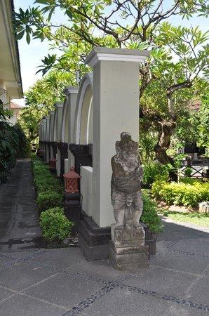 Legian Paradiso Hotel : Entrance
