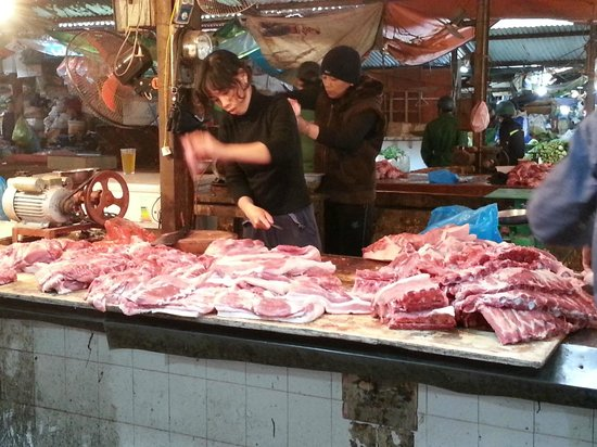 Hanoi Cooking Centre: Pork section of the food market