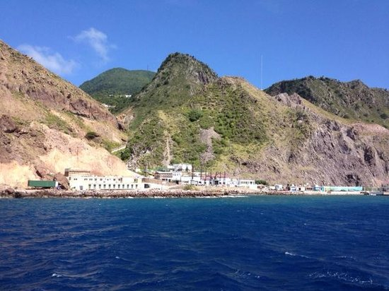 Saba Deep Dive Center: View from the boat