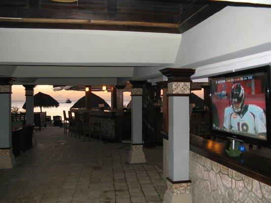 Sandals Negril Beach Resort & Spa : SN Bar, NFL, Ocean, Sunset.  Good Times!