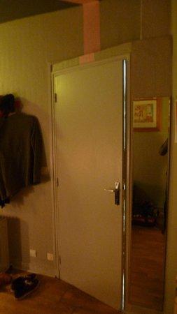 Arty Paris : Tür zum Bad lässt sich nicht schließen