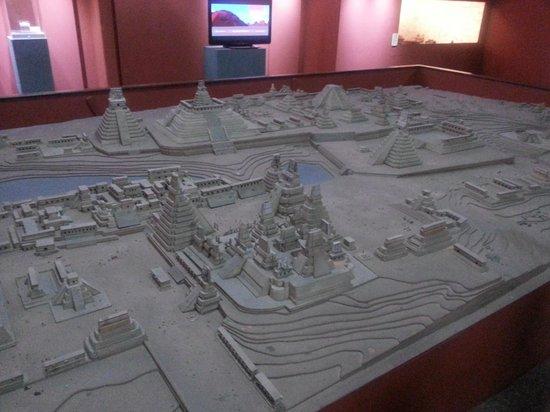 Museo Nacional de Arqueología y Etnología: Maqueta de Tikal