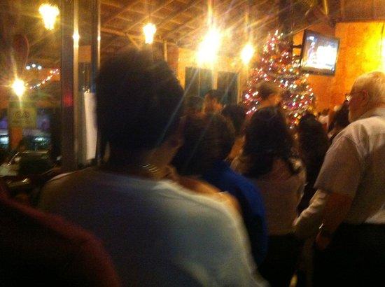 Hotel Dos Playas Beach House: Очередь на рождественский ужин