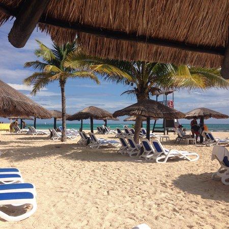 The Royal Haciendas All Suites Resort & Spa : Vista al mar desde la playa. Espectacular!