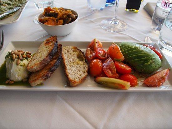 ZENZERO: tomato mozzarella salad