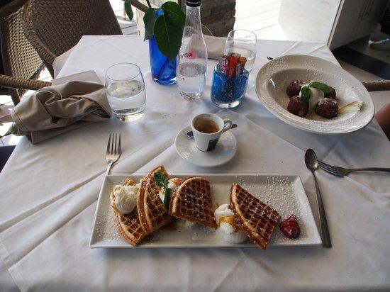 ZENZERO: dessert, waffles with ice cream