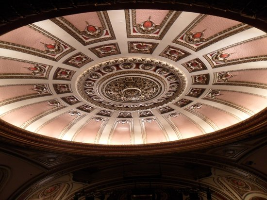 Cadillac Palace Theatre: Beautiful Ceiling