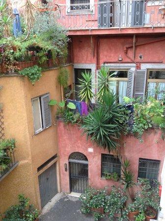 Relais Rome Sweet Relais Fori Imperiali: вид из окна