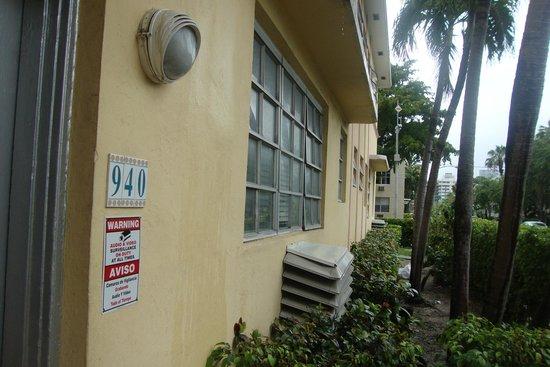 Miami Beach International Traveler's Hostel: Казарма