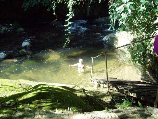 Cachoeiras de Macacu, RJ: Descendo da varanda